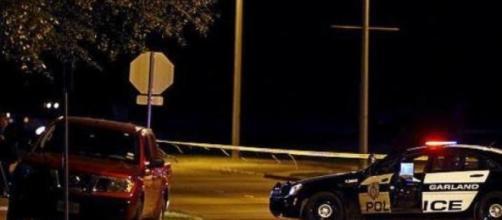 Exposição em Dallas alvo do ataque de dois homens.