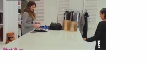 Kim Kardashian en el armario de Khloé Kardashian