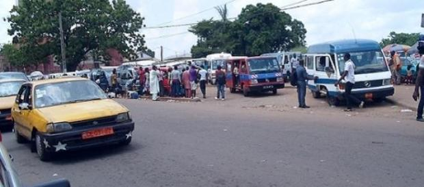 Des Cargos en plein chargement à Yaoundé