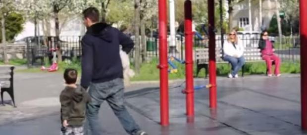 Dziecko odchodzące z nieznajomym