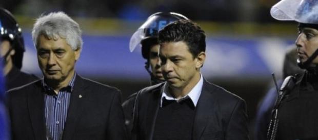 El gesto adusto de Gallardo tras el revés con Boca