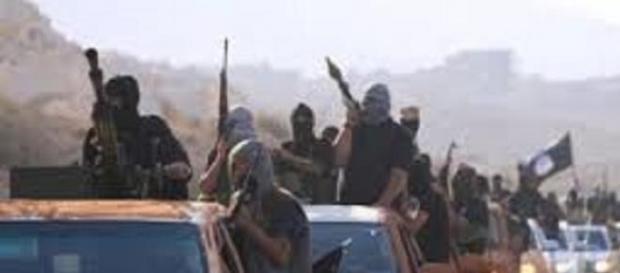 MILIZIANI DELL'ISIS  ARMATI