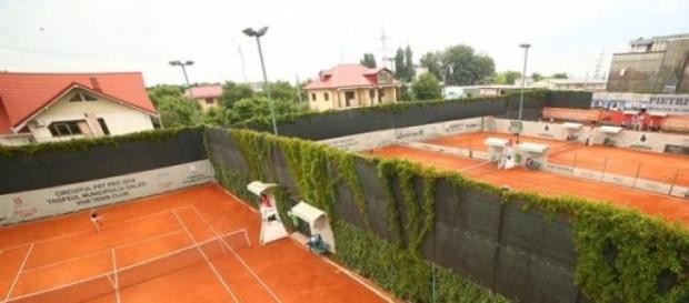 """Terenurile de zgură ale Clubului de Tenis """"Viva"""""""