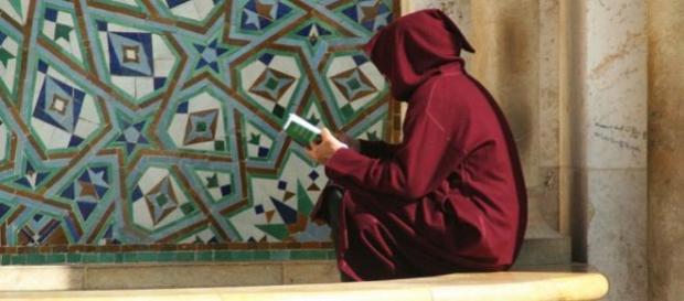 Un musulmano che legge il Corano - Flickr