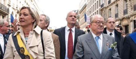 Família Le Pen está de costas voltadas