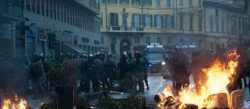 Disastri a Milano, causati dai black bloc.