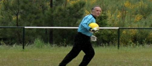 O guarda-redes iniciou-se no futebol aos 14 anos.