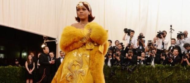 Vestido de Rihanna alvo de paródia