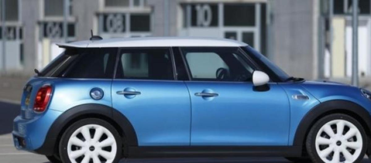 La Nuova Mini Cooper Non E Piu Tanto Piccola Arriva La Versione A 5