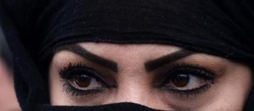 Mujer afgana en protestas por Farkhunda