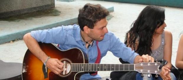 José Ignacio Martínez con su amiga: la guitarra