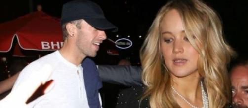 Jennifer Lawrence e Chris Martin à saída de evento