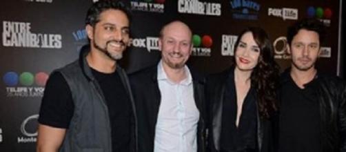 Juan José Campanella y el elenco de la nueva serie