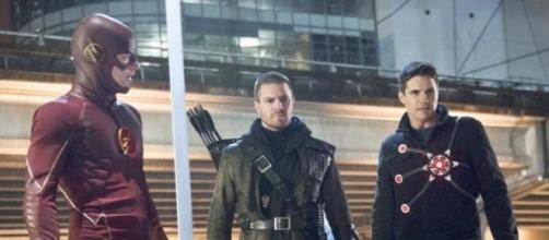 The Flash 1x22 Rogue Air Barry,Arrow e Firestorm