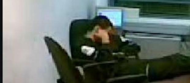 Angajatul doarme in timpul serviciului
