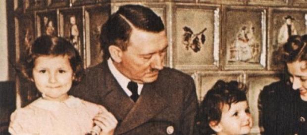 Una foto di Hitler e la sua famiglia