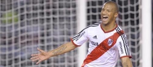 Carlos Sánchez festejando el 1 a 0 ante Boca