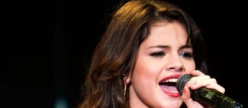 Selena Gomez não se impressiona com os elogios.