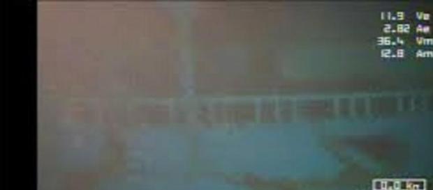 Immagine  del barcone in fondo al mare.