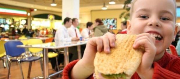 Los niños y la comida basura como recompensa