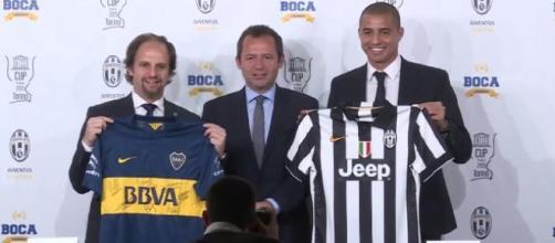 Pagani, Falt y Trezeguet posan con las camisetas