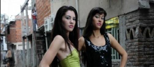 Sonia a la izquierda, Delia a la derecha.