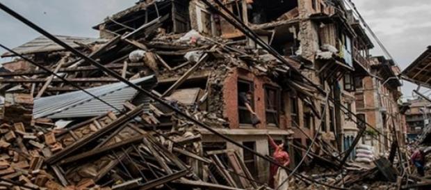 Distruzione e morte nella capitale di Kathmandu