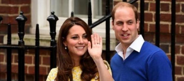 Kate e William com a princesa Charlotte