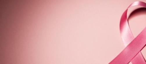 Lazo con el color rosa, color contra el cáncer