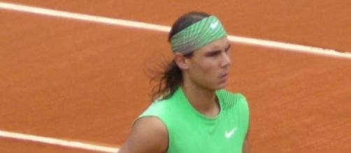 Rafa Nadal en un partido de tenis en tierra batida