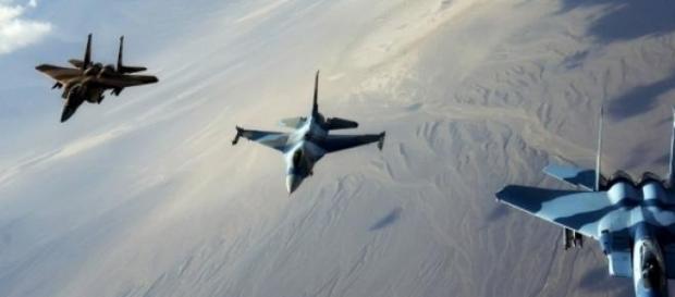 Cazas Mig-19 rusos volando en formación
