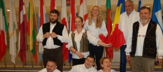 Jurnalşti români promovând ia la Bruxelles