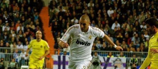 Karim Benzema en un partido contra el Villareal