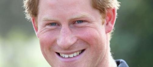 El príncipe Harry se muestra muy bien acompañado