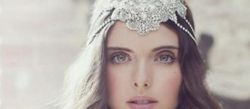 Style sciolto con tiara importante