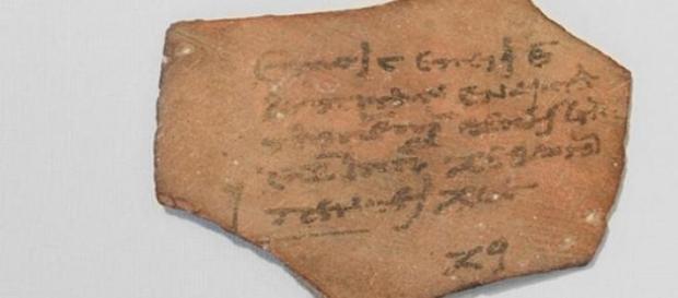 Chitanță din Egiptul Antic pe ceramică