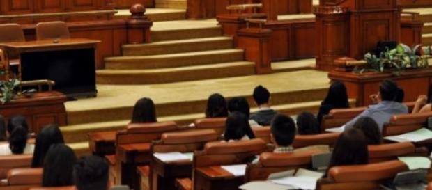 Peste 140 de parlamentari sunt suspecţi