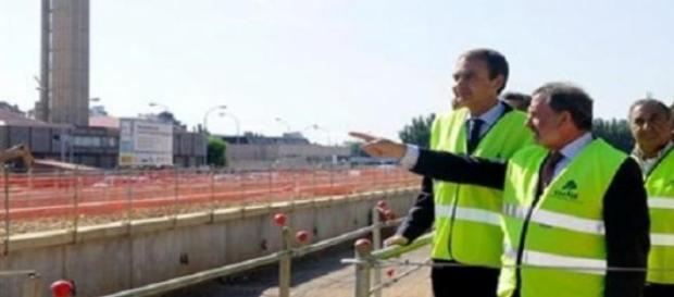 Zapatero visitando la estación AVE León en obras.