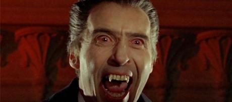 Christopher Lee como Drácula
