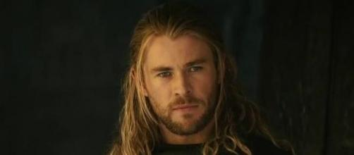 Chris Hemsworth will play the receptionist