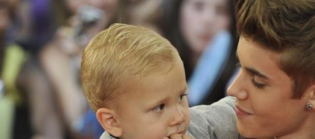 Jaxon é o irmão mais novo de Justin Bieber.