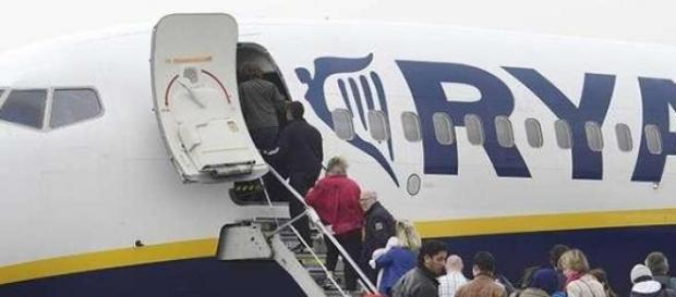 Fila per salire su un volo Ryanair