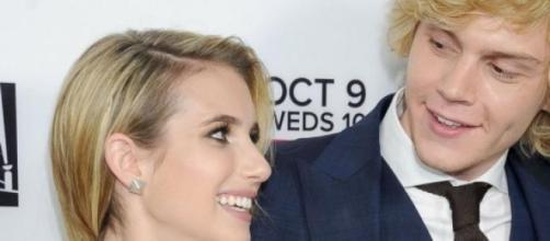 Emma Roberts e Evan Peters terminaram o noivado