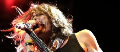 Steven Tyler experimenta con la música country