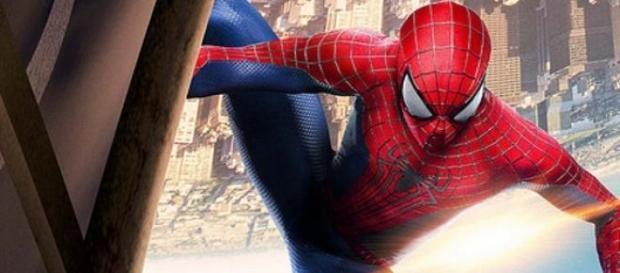 Fotografía de Spider-man tomando el sol
