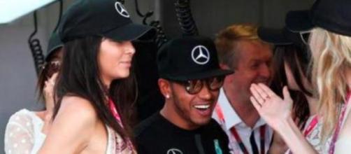 Lewis Hamilton com as modelos Kendall e Gigi Hadid