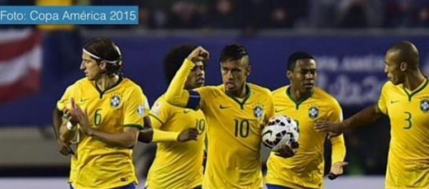 Brasil vence dos por uno a Perú