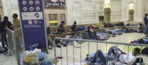 Immigrati ammassati a Milano