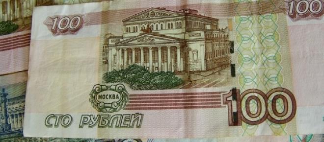 Rosyjski rubel mocno stracił na wartości pod koniec 2014 roku, między innymi w wyniku spadku cen ropy naftowej na światowych rynkach