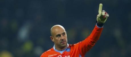 Pepe Reina con la maglia del Napoli